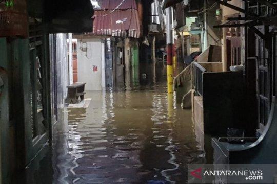 Kampung Melayu terendam banjir akibat air kiriman dan laut pasang