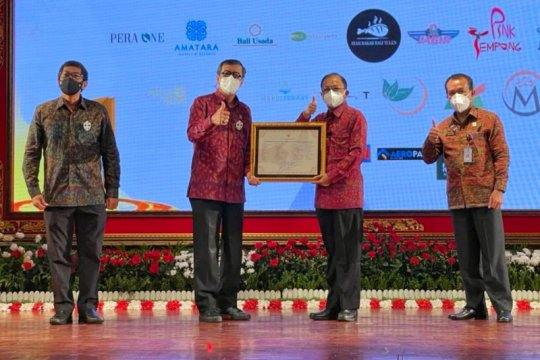 Menkumham serahkan sertifikat 24 kekayaan intelektual Pulau Dewata