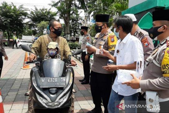 Polisi Gresik gandeng PWI bagikan ratusan masker