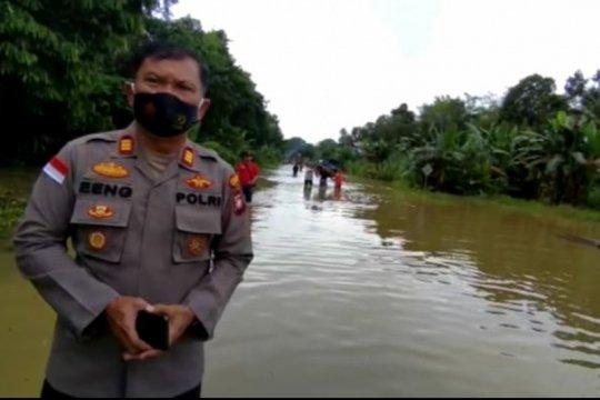Banjir 1 meter, transportasi perbatasan RI-Malaysia alami macet total
