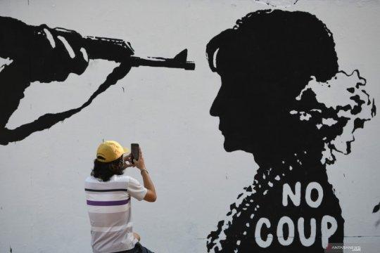 Mural tentang perlawanan terhadap kudeta militer di Myanmar