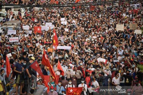 Ratusan orang ikuti protes anti-kudeta hari ketiga di Myanmar