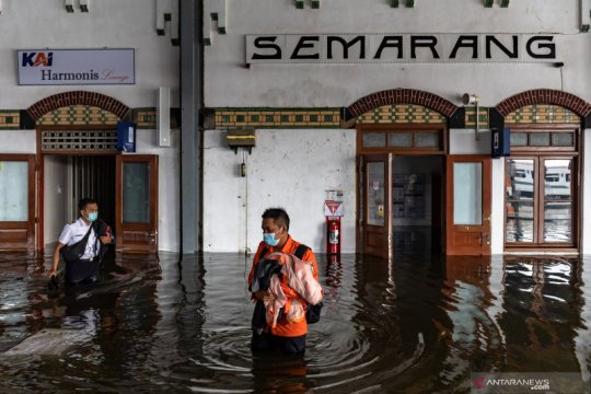 Perjalanan KA di Semarang masih dialihkan karena rel terendam air