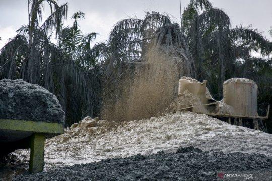 Lubang semburan gas dan lumpur di ponpes Pekanbaru belum bisa ditutup