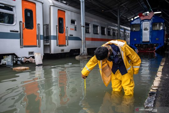 Stasiun Tawang Semarang terendam banjir