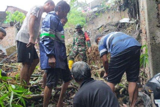 Satu lagi korban bencana longsor di Semarang ditemukan