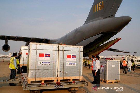Bantuan 600.000 dosis vaksin COVID-19 dari China tiba di Kamboja