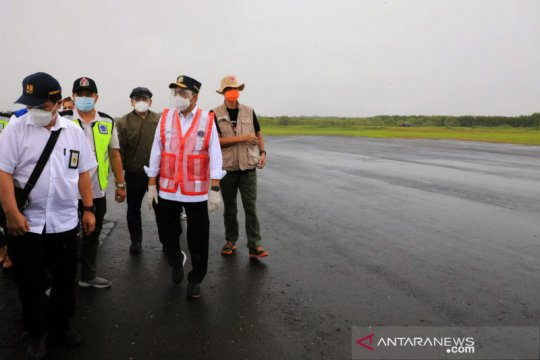 Menhub cek bandara dan stasiun Semarang pascabanjir