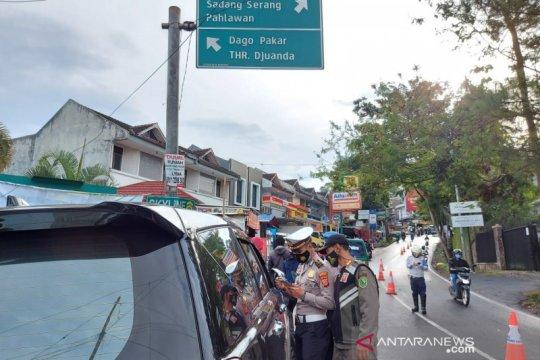 Polisi sebut pesepeda positif antigen kabur saat operasi PPKM di Dago
