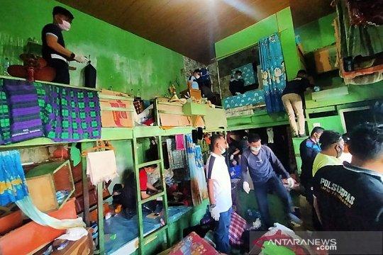 Petugas sita 19 HP saat razia di blok narkoba Lapas Tembilahan