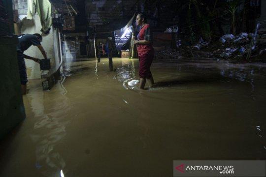 Sejumlah wilayah di DKI Jakarta dilanda banjir Minggu malam