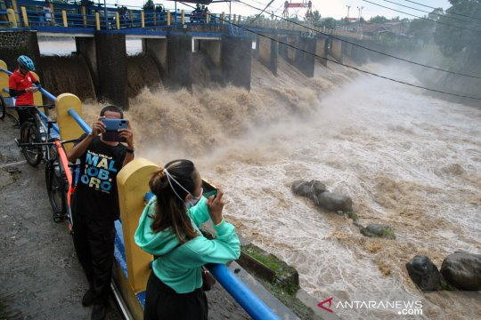 Pulau Jawa berstatus siaga potensi banjir