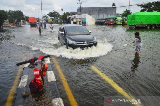 Kemarin, peringatan dini hujan lebat hingga banjir Semarang