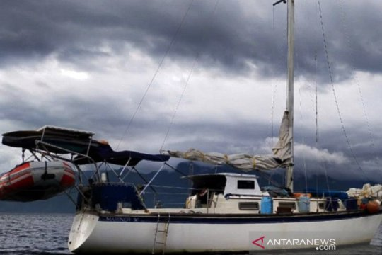 Kapal asing lego jangkar di kawasan konservasi Alor akibat cuaca buruk
