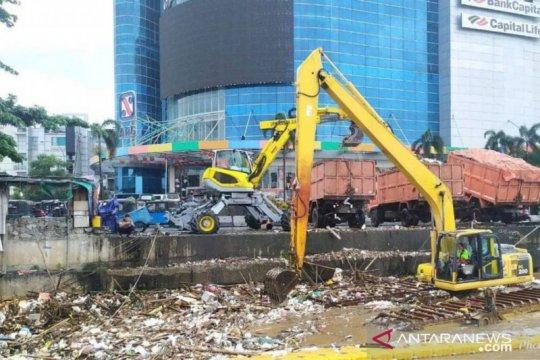 Jakbar fokus penanganan sampah di wilayah rawan banjir