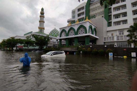 Banjir masih genangi kompleks RS Sultan Agung Semarang