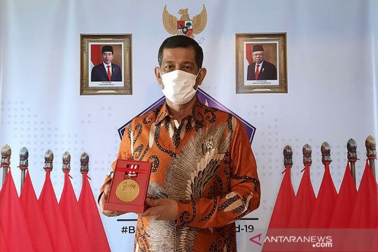 "Kepala BNPB Doni Manardo terima ""Medali Emas Pentahelix"""