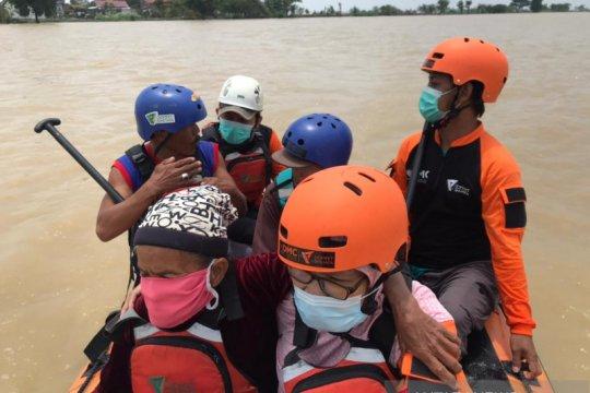 Tim SAR fokus evakuasi warga terdampak banjir di Pantura
