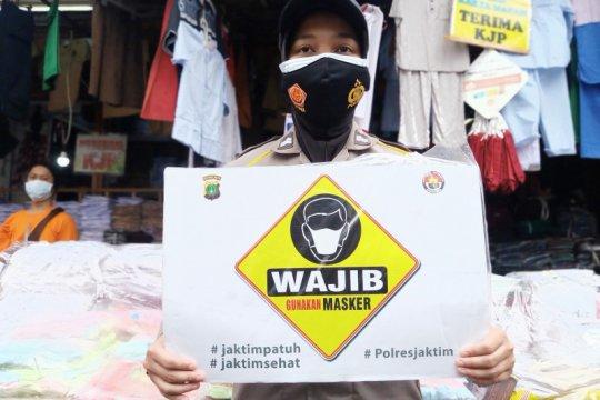 Anies ingin masyarakat punya persediaan masker yang cukup