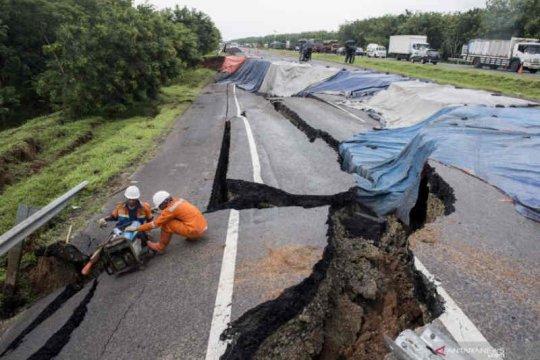 Perbaikan jalan ambles tol Cipali KM 122 diperkirakan 1,5 bulan
