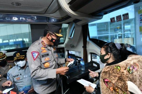 Kakorlantas cek penerapan prokes PPKM Mikro di Terminal Pulo Gebang