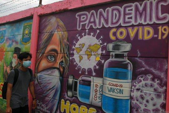 Mural untuk mengedukasi pentingnya vaksinasi COVID-19