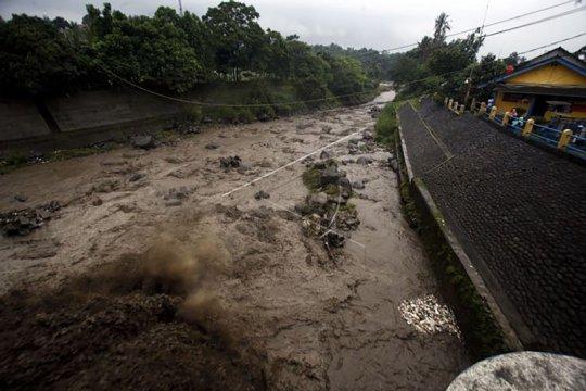 Satu korban terseret banjir di Ngantang Malang ditemukan meninggal