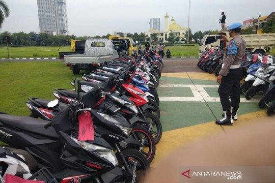 Polda Jatim gagalkan penyelundupan ratusan kendaraan ke luar negeri