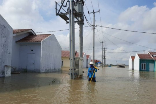 PLN pulihkan listrik di empat kota terdampak cuaca ekstrim di Jabar