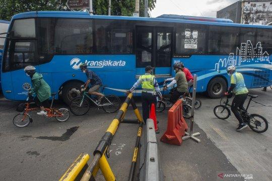 Sebagian rute TransJakarta berhenti beroperasi saat banjir Jakarta
