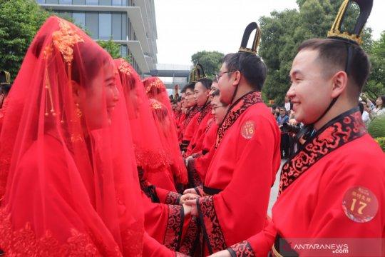Pernikahan Hari Valentine di China membeludak, biro sipil buka Minggu