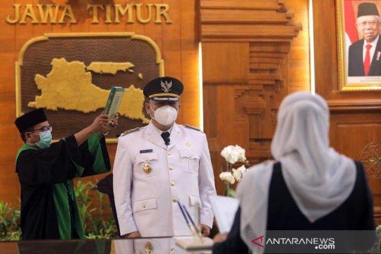 Khofifah lantik Whisnu Sakti sebagai Wali Kota Surabaya