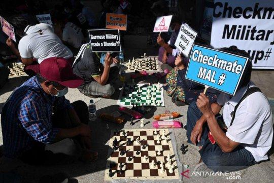 Massa anti kudeta berunjuk rasa depan Kedubes China di Yangon