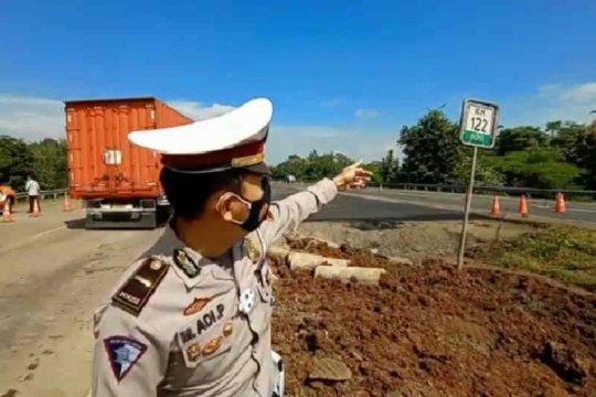 Polisi pastikan arus lalu lintas di Cipali KM 122 lancar