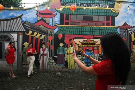Mural di kampung Pecinan