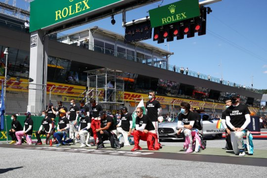 F1 lanjutkan inisiatif #WeRaceAsOne dengan area fokus baru pada 2021