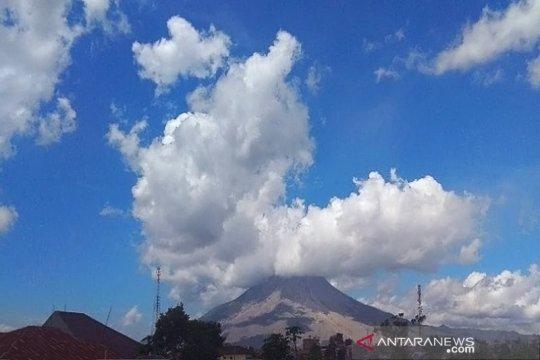 Gunung Sinabung luncurkan awan panas guguran 1 kilometer