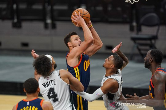 40 poin Stephen Curry paksa Magic tunduk kepada Warriors