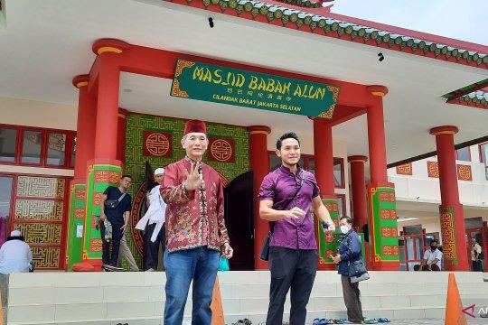 Masjid Babah Alun Desari dibangun oleh mantan jawara Pasar Baru