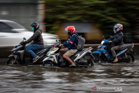 Banjir di jalur Pantura Semarang berangsur surut