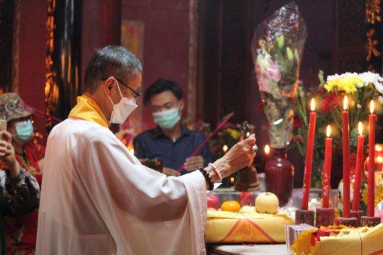Pandemi COVID-19 tak padamkan lilin Imlek di Lampung