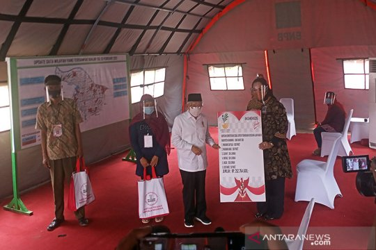 Wapres serahkan paket bantuan untuk korban banjir di Karawang