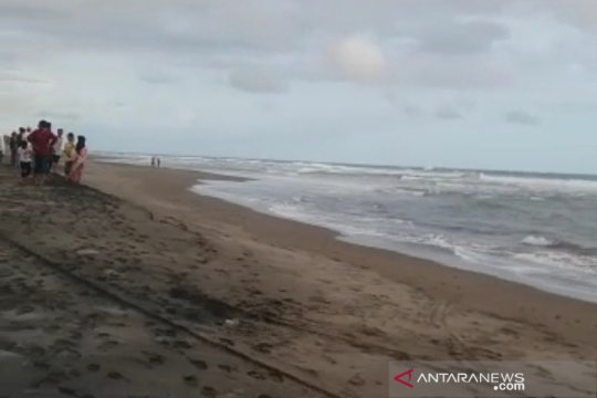Seorang mahasiswa terseret ombak di Pantai Cikaso Garut