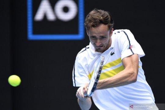 Medvedev cetak rekor 4-0 atas Rublev di perempat final Australian Open