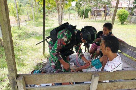 Satgas Yonif 100/PS beri pelayanan kesehatan bagi warga di perbatasan
