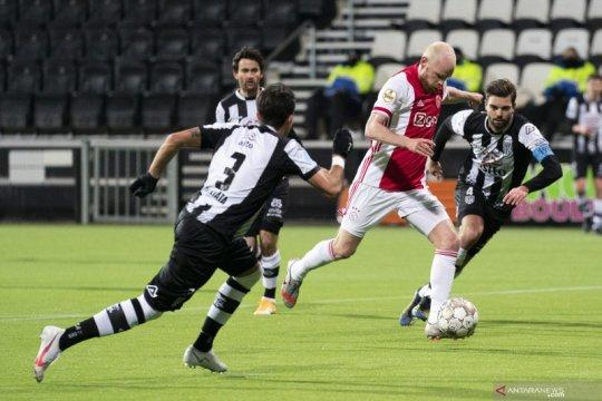 Ajax kukuhkan posisi puncak seusai menang di kandang Heracles