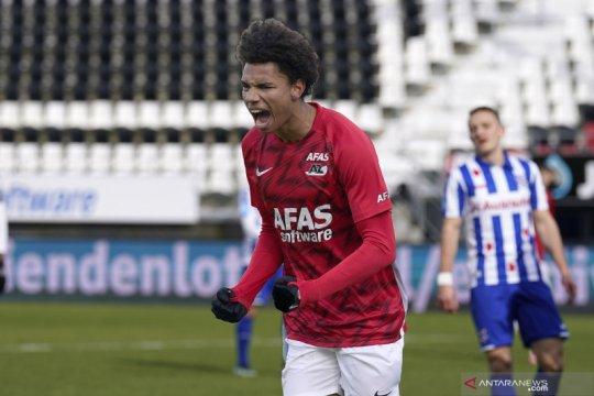 AZ lumat Heerenveen 3-1 untuk naik ke posisi tiga