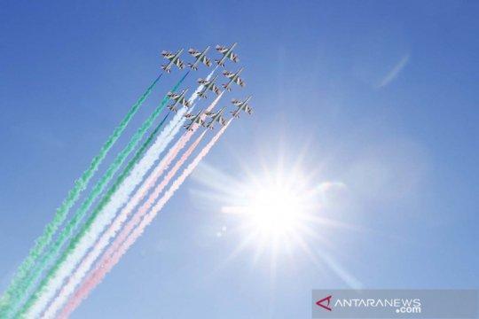 Aksi The Frecce Tricolori buka Kejuaraan Ski Dunia Alpen FIS