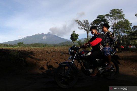 PPGA sebut abu vulkanik Gunung Raung mulai menurun