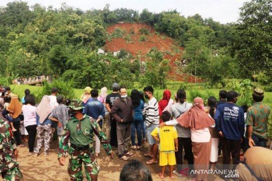 SAR evakuasi 26 korban tertimbun longsor di Nganjuk